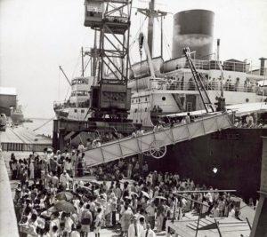 Jemaah haji menggunakan kapal kongsi tiga milik Belanda